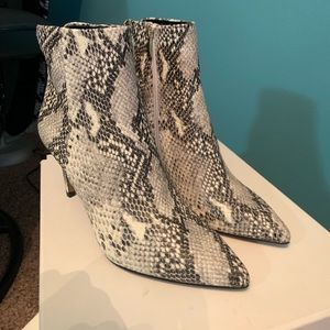 Steve Madden Leila white multi 8.5. Never worn